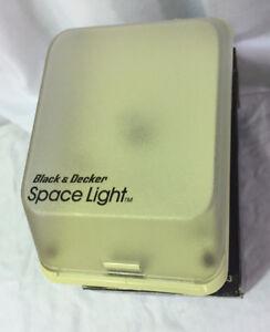 BLACK-amp-DECKER-SPACE-LIGHT-CLOSET-amp-STORAGE-LIGHT-NIGHT-LIGHT-RECHARGEABLE-NEW