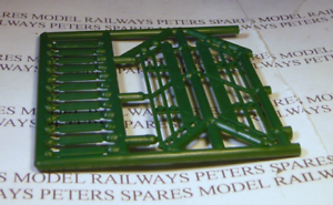 Ratio 142 Wooden Staircase Plastic Kit OO Gauge