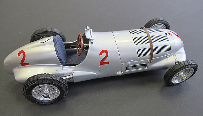 CMC Mercedes-Benz w125 GP traité Donington Limited 1000 1937 Herrmann long + CMC catalogue