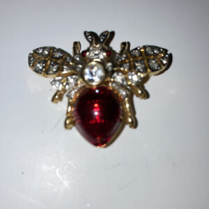 Lovely-Costume-Jewellery-Red-Enamel-amp-Rhinestone-Flying-Insect-Brooch-Gold-Tone