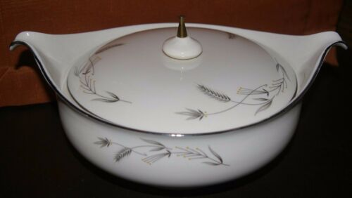 TAYLOR SMITH & TAYLOR TAYLORTON SILVER WHEAT COVERED CASSEROLE FINE CHINA UNUSED