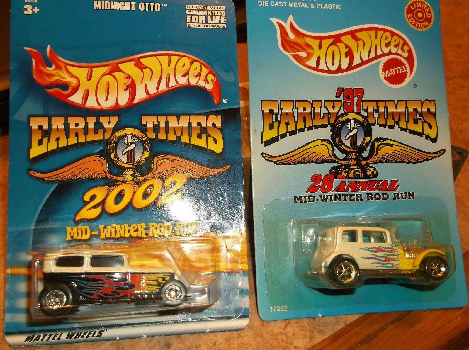Hot Wheels Limited Edition Lot de 2, Early Times MIDNIGHT OTTO & 32 Ford Sedan