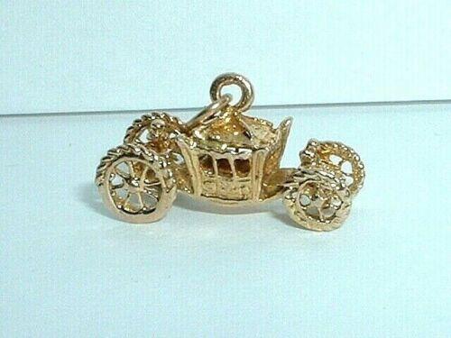 VINTAGE 10K YELLOW GOLD 3D CARRIAGE COACH PENDANT