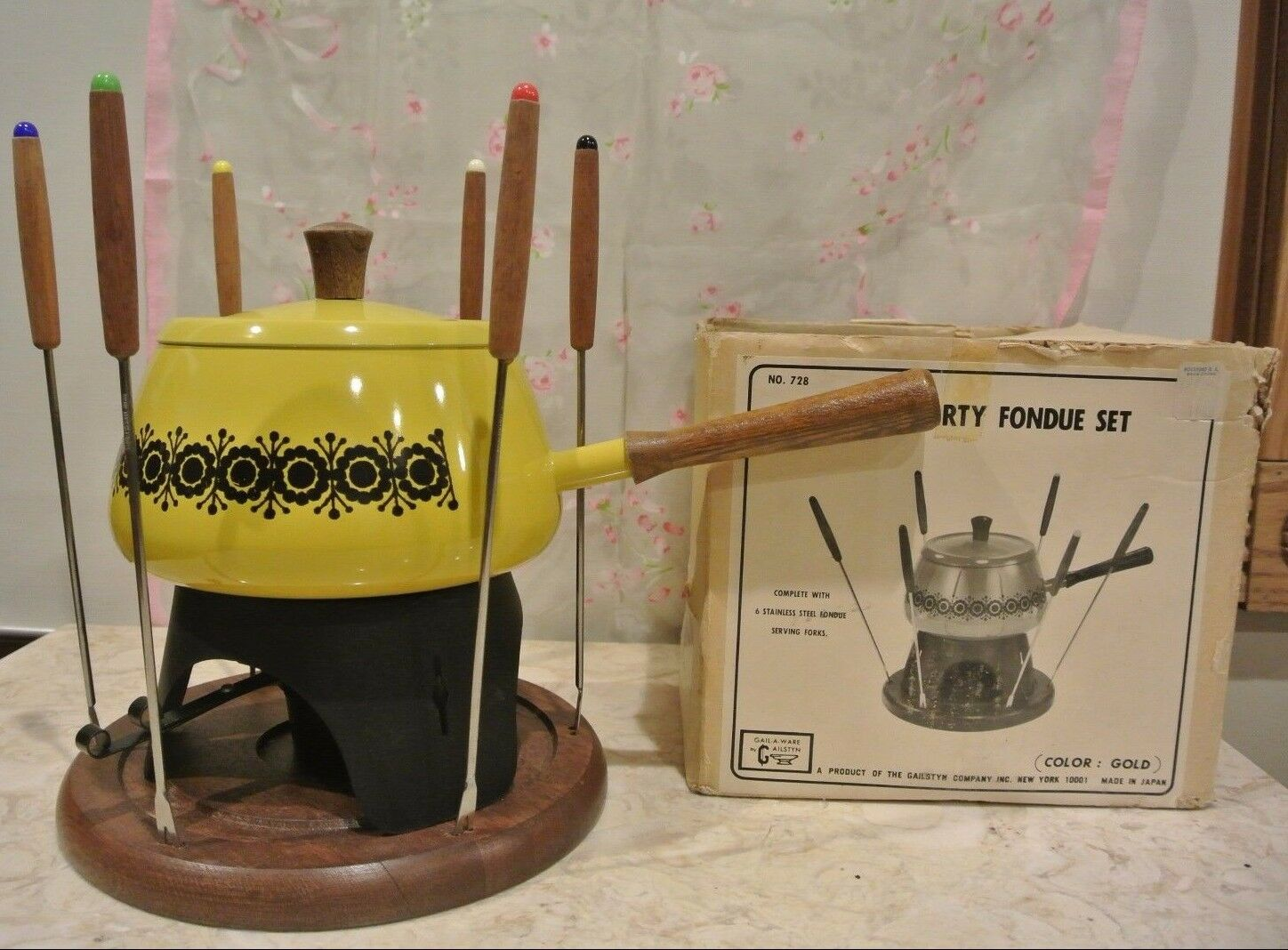 Gailstyn No 728 10 Pc Party Fondue Set  Made in Japan gold color with Wood Base