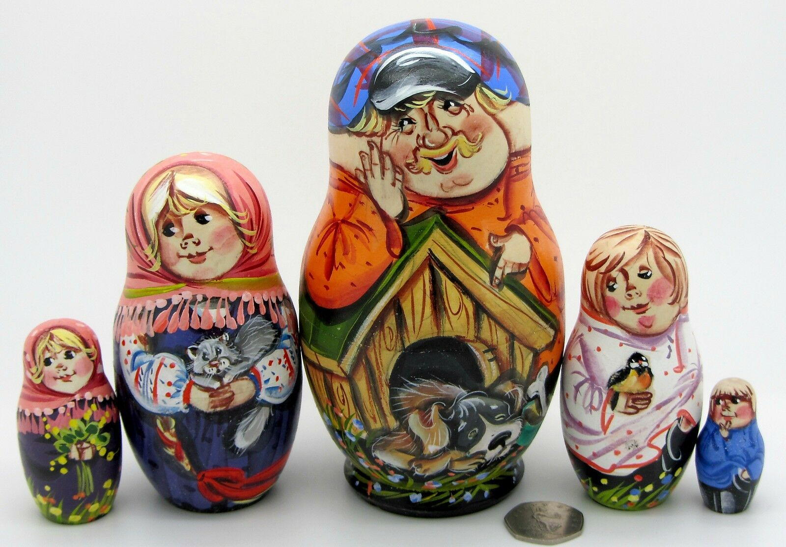 Dtuttia Russia Bambola Matrioska Baautobushka  5 Cane Gree & Dad Famiglia Opaco  grande vendita