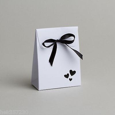 Lot de 10 boites à dragées pochon noir et coeurs blanc mariage communion