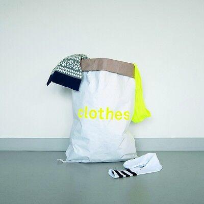 Der Papiersack für die nachhaltige Aufbewahrung Paperbag PLASTIC von Kolor
