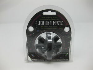 Accoutrements-For-Science-Alien-DNA-Puzzle-Toy-New