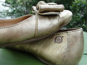 BORN-Flat-Ballet-Shoes-Leather-Ballerina-Gold-Bows-Comfort-Lined-Sz-7-5M-No-Slip