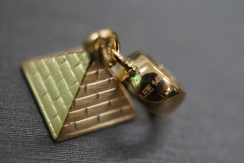 """14K Solid Yellow Gold 0.7/"""" 3D Pyramid Charm Pendant."""