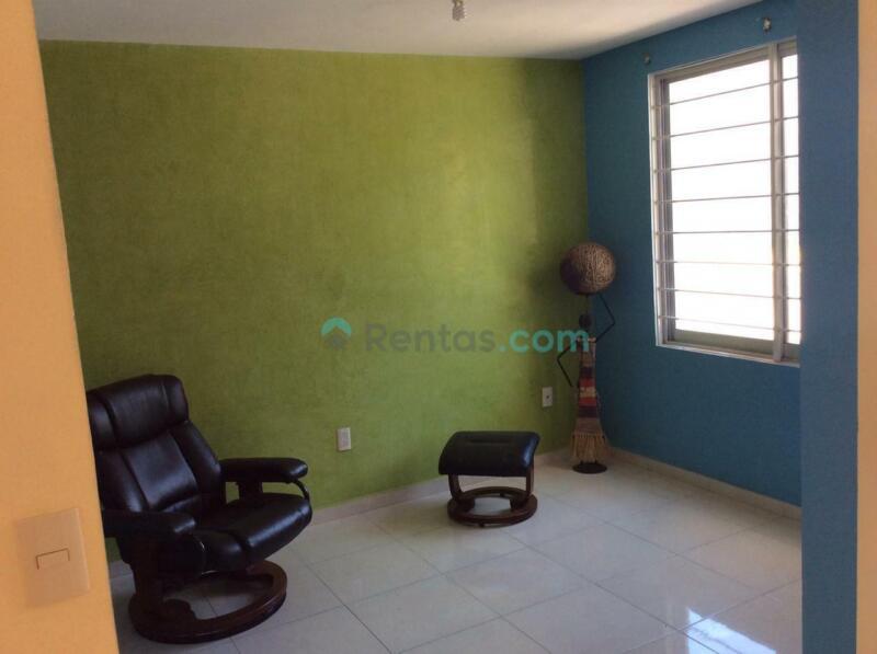 Casa en RENTA  AMUEBLADA en Fraccionamiento Fuentes de San José, cerca del AIC Toluca, a 45 mns...