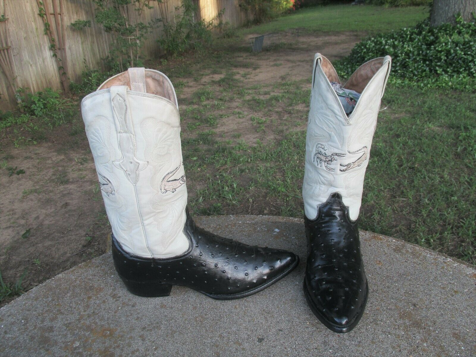 WESTERN  EMBOSSED  OSTRICH  COWBOY BOOTS   MENS  9'M
