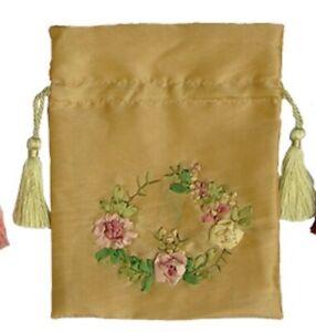 Edler-Satinbeutel-mit-aufgenaehten-Rosen-in-rosa-gruen-creme-beige-Papyrus