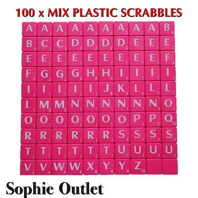 100x Plástico Scrabble Azulejos Letras Números artesanía Alfabeto scrabbles Rosa Blanco