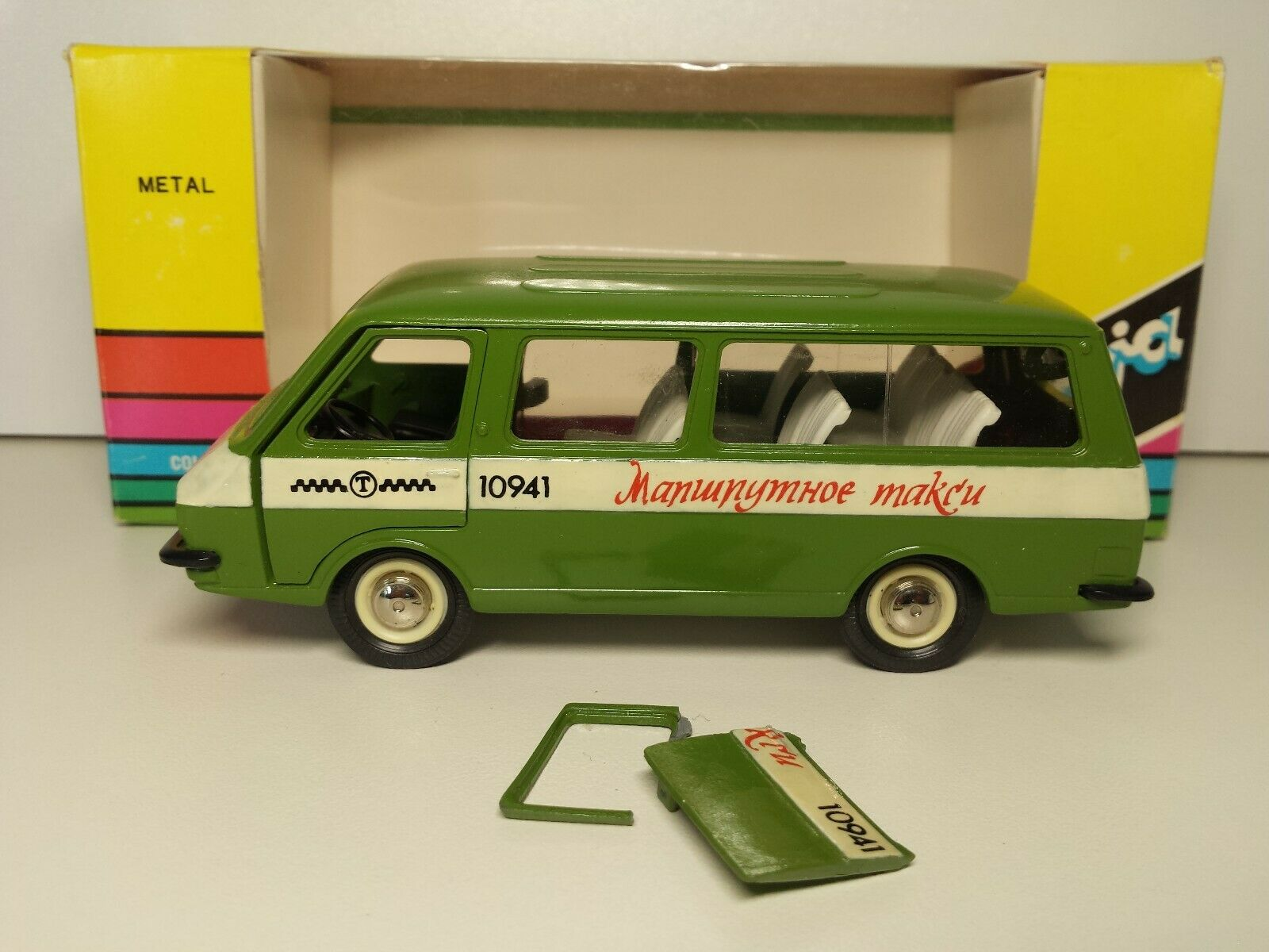 Muy Raro RAF-2203 A18 1 43 taxi Made in USSR