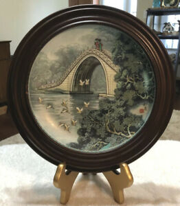 VINTAGE-CHINESE-IMPERIAL-JINGDEZHEN-PORCELAIN-PLATE-IN-A-WOOD-FRAME-1988