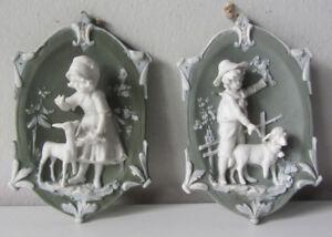 Coppia antiche piastrelle wedgwood biscuit bambini con animali