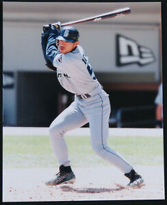 Ichiro-Suzuki-Seattle-Mariners-Baseball-MLB-Unsigned-8x10-Color-Photo