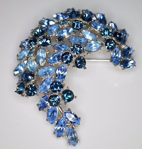 VTG-1961-CROWN-TRIFARI-Silver-Blue-Rhinestone-Leaf-Flower-Pin-Brooch-B