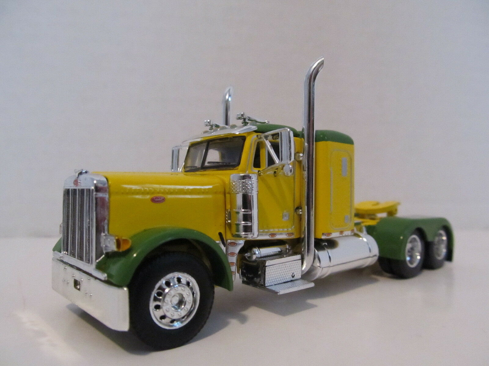 DCP 1 64 SCALE 379 PETERBILT SMALL BUNK (DAY CAB OPT) YELLOW,GREEN TOP & FENDERS