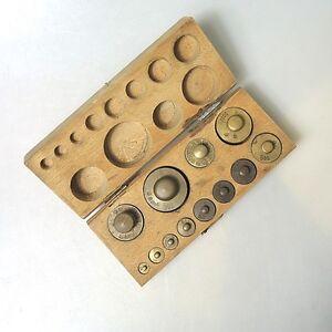 12-x-Messing-Gewichte-Gewichtskasten-mehrfach-punziert-original-keine-Repro