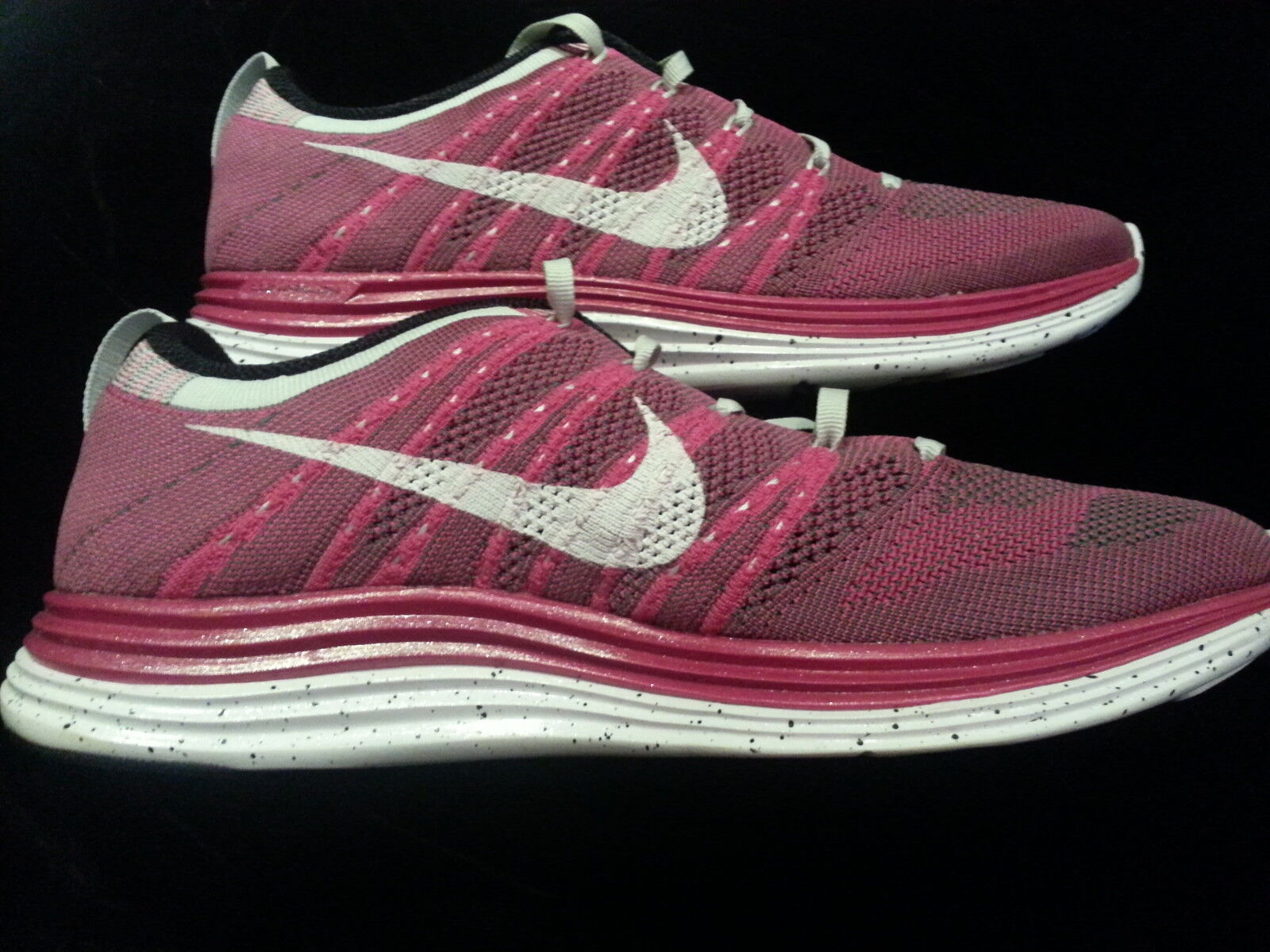 WOMENS NIKE FLYKNIT ONE + SZ 10  FIREBERRY WHITE