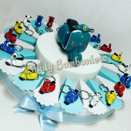 Torta comunione Bomboniere vespe portachiavi colorati per cresima comunione Torta compleanno e0d54d