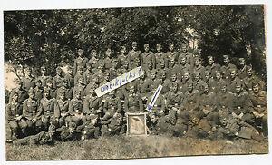 Foto : LW-Soldaten mit Staffelabzeichen Eichhörnchen mit Regenschirm im 2.WK