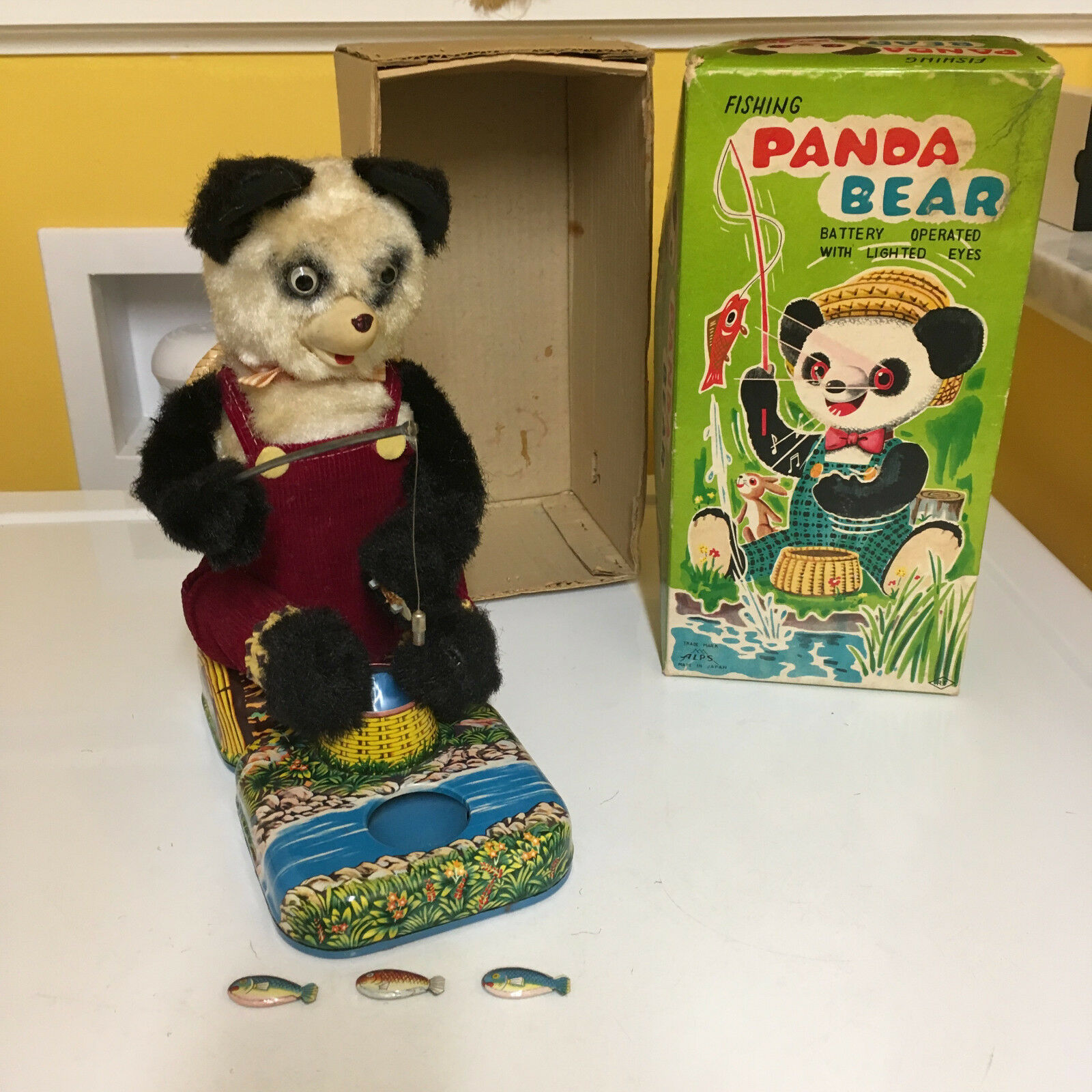 ALPS VINTAGE BATTERY OPERATED FISHING PANDA BEAR. COMPLETE & FULLY WORKING W BOX
