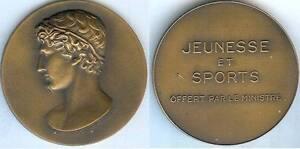 Medaille-de-table-Jeunesse-et-sports-offert-par-le-ministre-DELANNOY-sculpteur