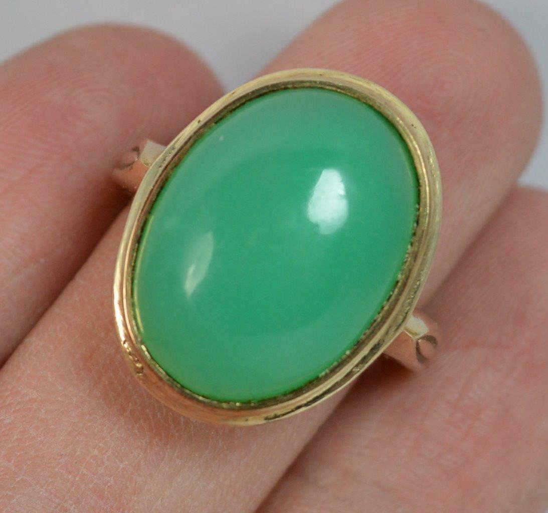 Beautiful Chrysoprase and 9ct gold Statement Ring d0409