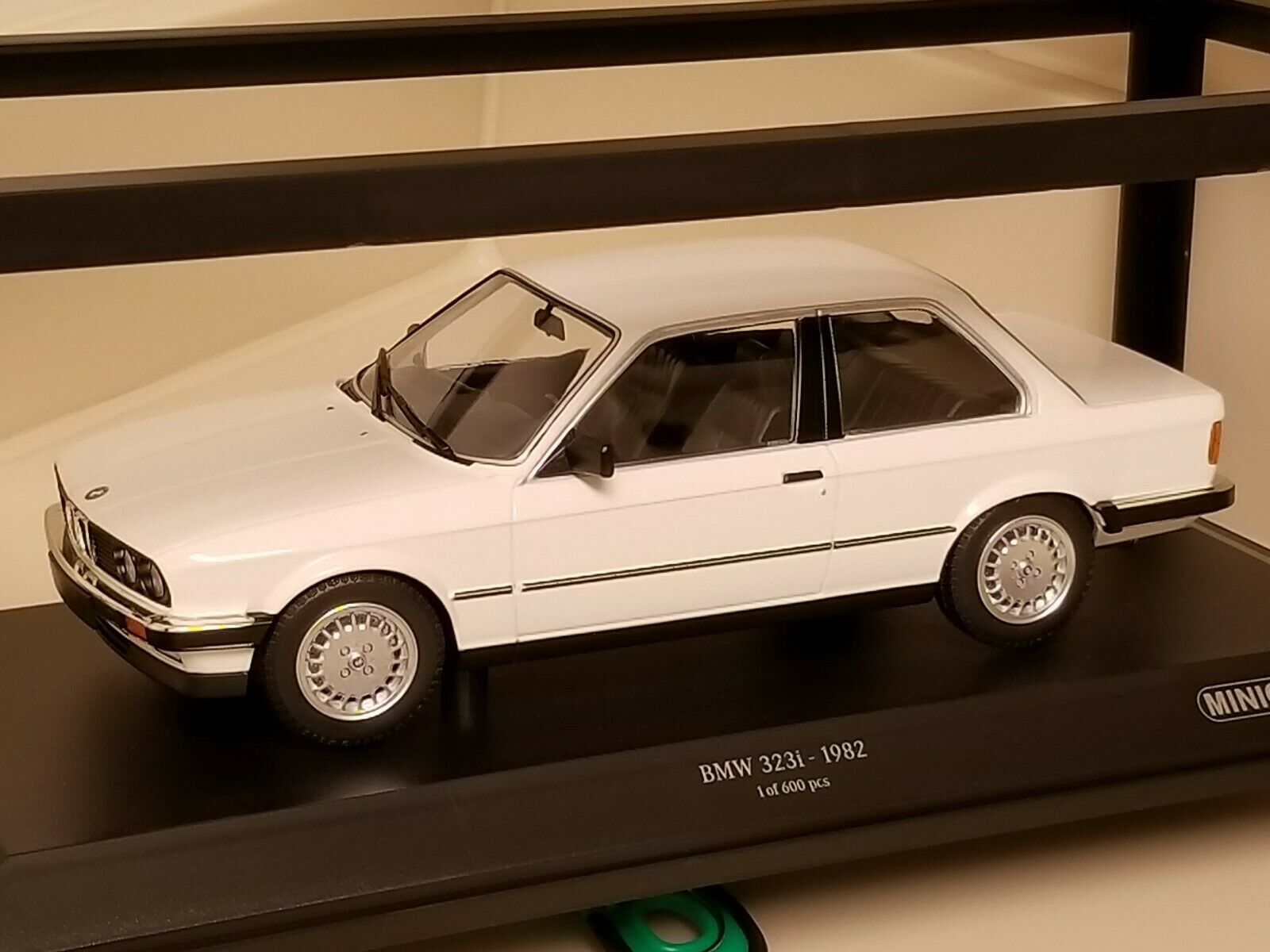 Minichamps 1982 BMW 323i WHITE 1 18 NEW NEW NEW 155 026005 1 18 Limited 1 of 600 7fe5ef