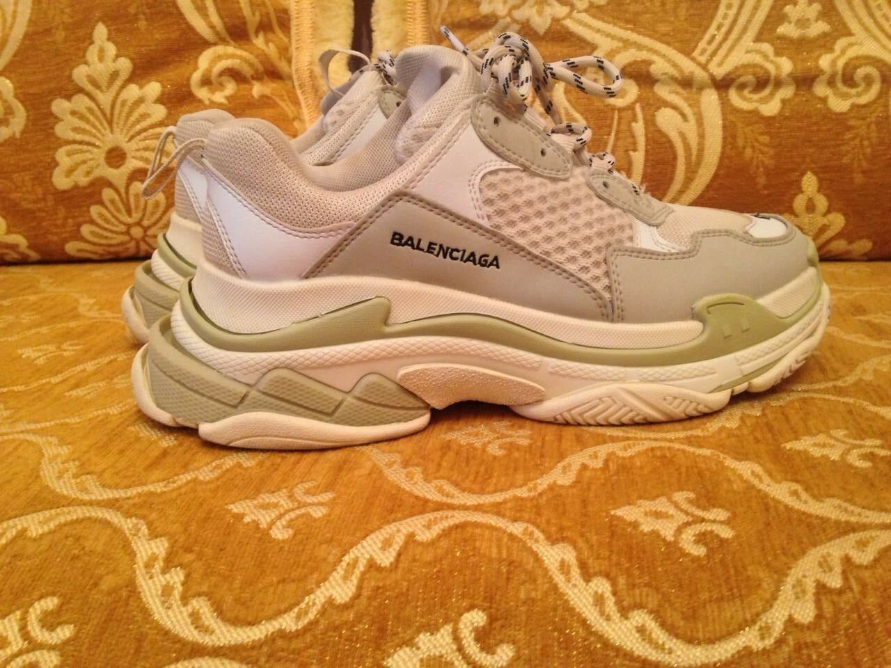 US 8 The Balenciaga triple S white RARE Edition (All sizes Available)