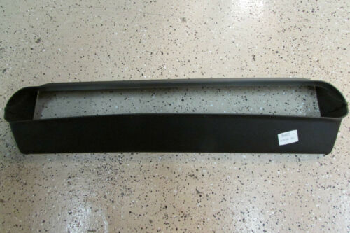 P//N 386300111 New Front Bumper Center Air Duct Maserati 3200 GT