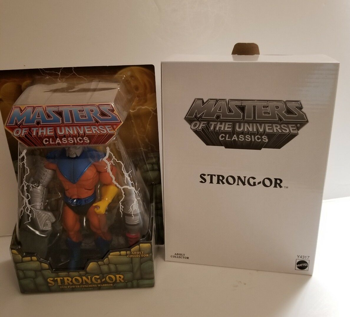 MOTUC, MOTU, STRONG-OR MASTERS OF THE UNIVERSE CLASSICS, HE-MAN