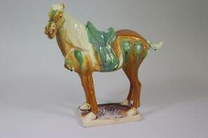 Gesatteltes stehendes Pferd Keramikfigur bemalt Thailand (RK526)