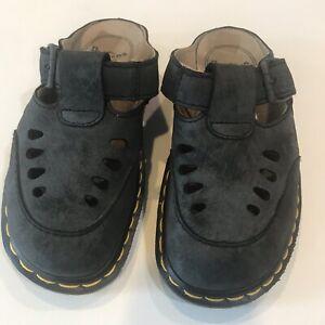 dr martens womens sandals sz5 black suede mules buckle