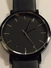 Sleek Casual Black Watch Men Women Quartz Leather Strap Wrist Watch Minimalist