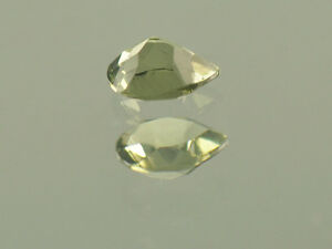 0.25cts drop pear 4x5mm moldavite faceted cutted gem BRUS941