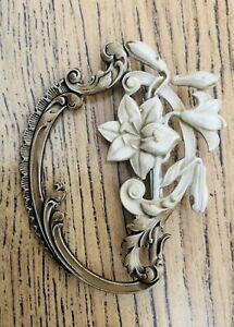 Vtg-Floral-Ornate-Cream-Gold-Bronze-Tone-1950-s-50-s-Jewellery-Pin-Brooch