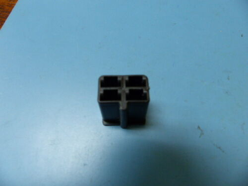 Delphi  2977048 Qty of 50 per Lot Automotive Connectors 4P FEMALE BLACK 56 SERIE
