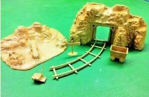 Marx-Gold-Mine-brown-color-Ore-car-amp-track-Sluce-mine-sign-amp-rocked-box-6pc