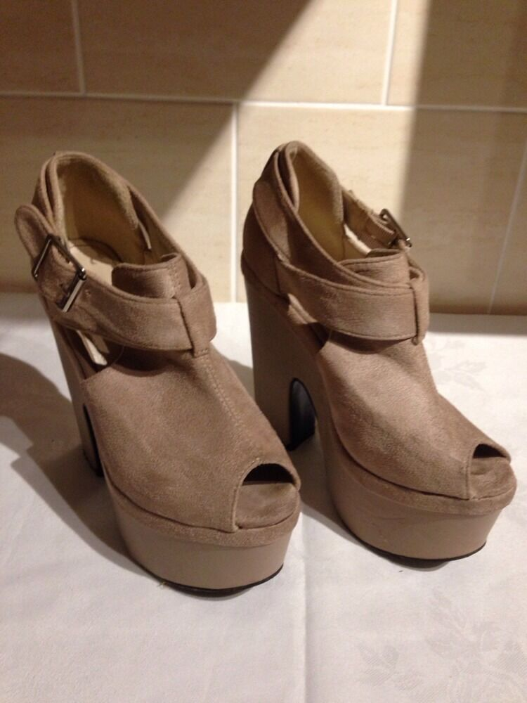 Nude/Beige open - toe Heels/Shoes Size 3 - open Height 5