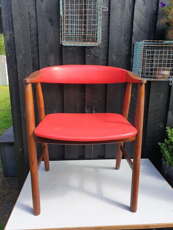 Anden arkitekt, Teaktræ stol