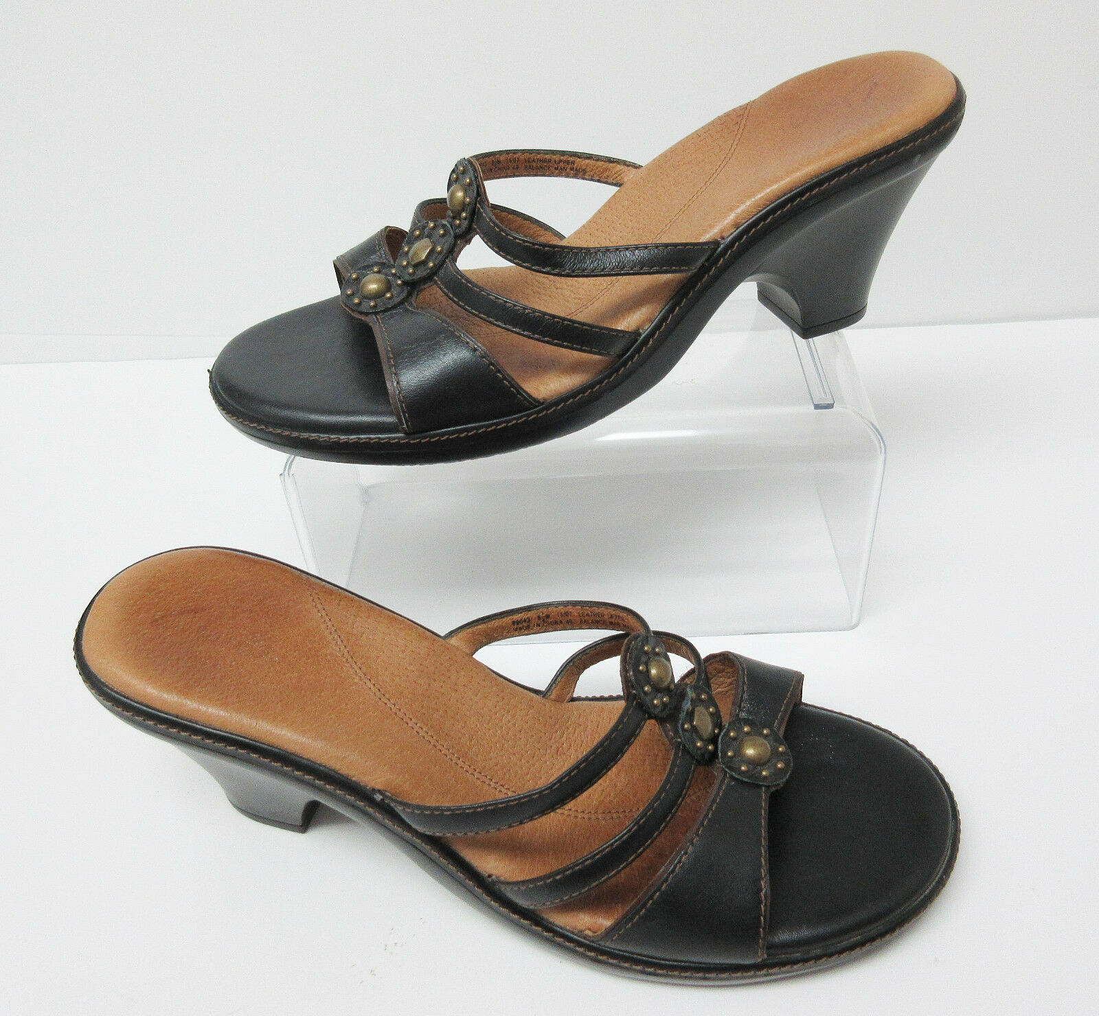 Clarks Women's Brown Leather Sandals 8.5 With Metal Accents Size 8.5 Sandals 61b52b