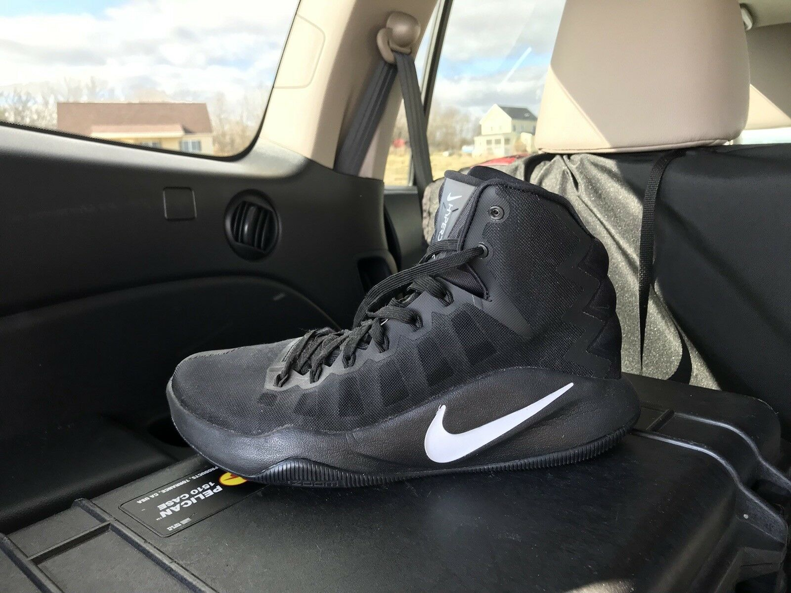 NEW Nike Zoom Hyperdunk 2016 Men's size 10.5 only worn 1 time all black