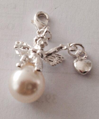 Plata del ángel holding plateado corazón en una perla Clip encanto-Placa De Plata