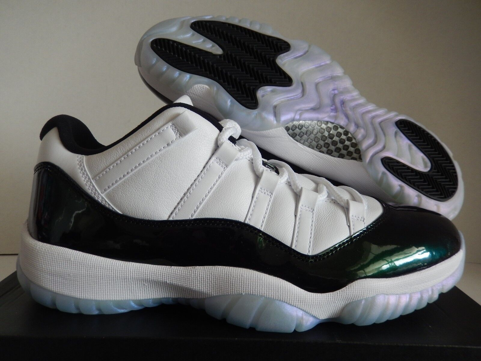 NIKE AIR -EMERALD JORDAN 11 RETRO LOW blanc - Noir -EMERALD AIR