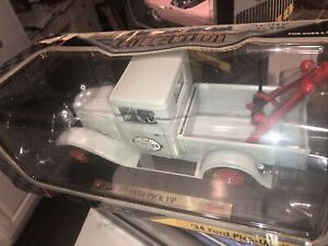RD. Signature 1934 Ford Pick Up Truck Wrecker Tow Truck 1:18 $9US SHIP.GREAT COL