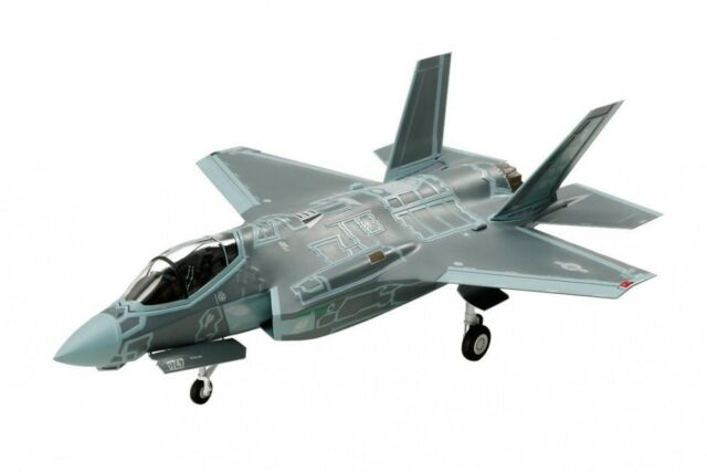 Tamiya Lockheed Martin F-35A Lightning II 1/72 War Bird Model Plastic Model kit